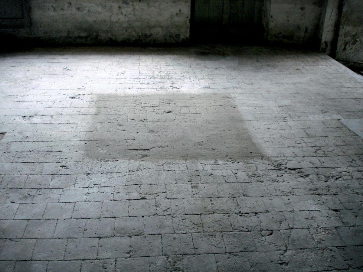 Léa Barbazanges - Dust square-0